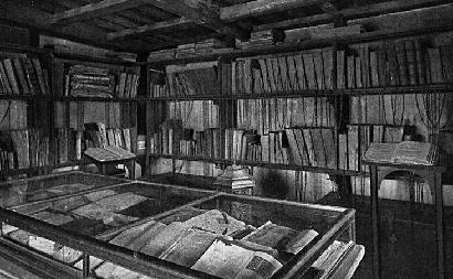 Bibliothèque avec Livres Anciens